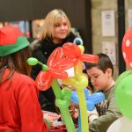 Evento Conad, palloncini in colorati, palloncini con forme differenti, due addette e alcuni bimbi