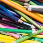 Evento Conad - particolare di matite colorate sul tavolo bimbi
