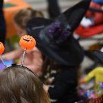 Evento Conad, bimba di spalle con antenne Halloween