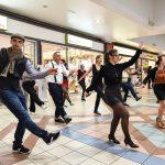 Evento Conad, presenti durante un ballo di gruppo