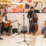 Evento Conad - 20 anni insieme, la band musicale, due chitarre, un basso, un saxofono