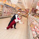 Evento Conad - 20 anni insieme, due ballerini all'interno del supermercato